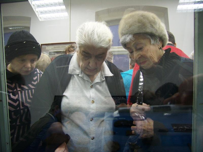 На екскурсії в Музеї археології та етнографії Слобідської України.