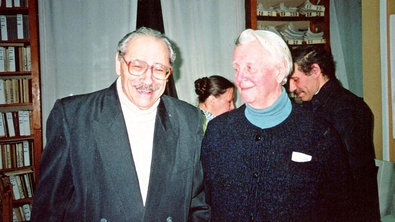 Архітектор Ігор Миколайович Лаврентьєв (ліворуч) і голова клубу Іван Юхимович Саратов (праворуч)